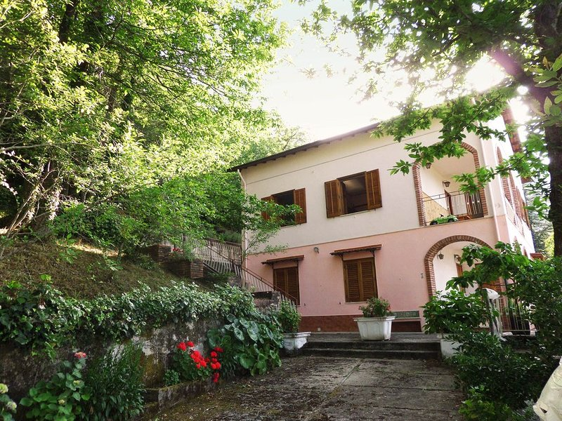 Unique countryside house close to mountains and sea, vacation rental in Isnello
