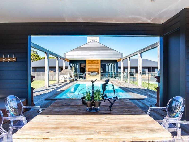 RED HILL RIDGEVIEW LUXURY RETREAT, vacation rental in Cape Schanck