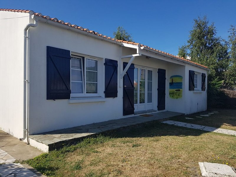 Maison individuelle entièrement clôturée proche de l'océan., holiday rental in Saint-Hilaire-de-Riez