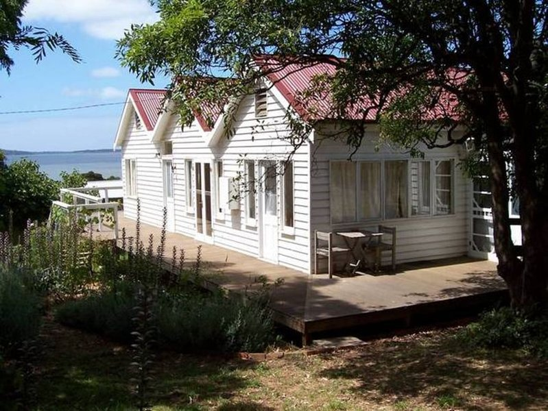 Captain Lock's Cottage (featured on 'Postcards'), casa vacanza a Coronet Bay