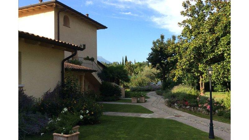 RELAIS DE CHARME 'LE VIDELLE' - appartamento giada, holiday rental in Cunettone di Salo