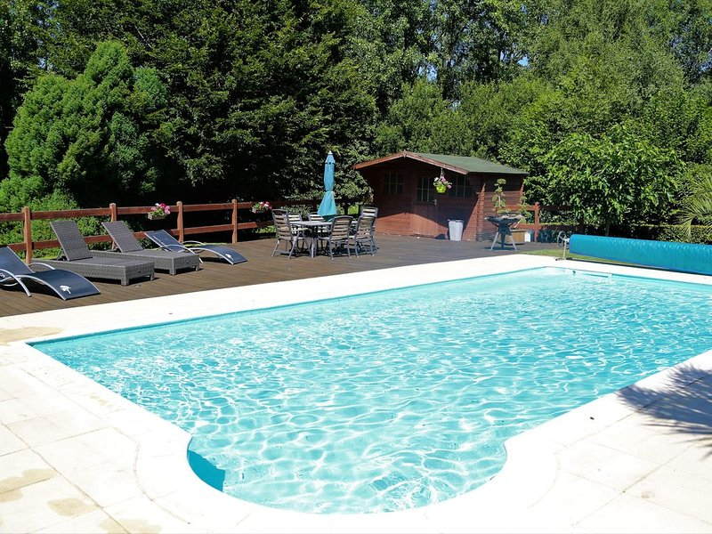 Longere With Heated Pool, casa vacanza a Pontivy