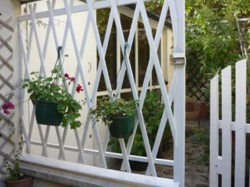 Paris 20 Pere Lachaise: STUDIO TRES CALME AVEC TERRASSE, location de vacances à Bagnolet