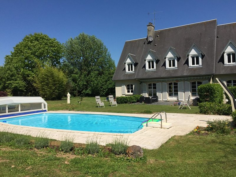 5 Beautifully designed en suite rooms, with Swimming Pool & Garden., location de vacances à Le Bény-Bocage