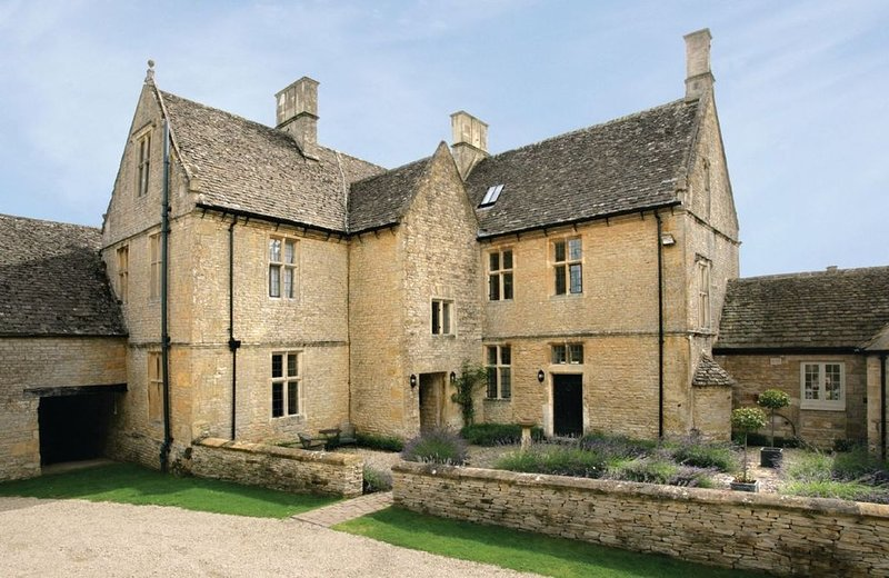 Broadwell Farm, as photographed in '25 Beautiful Homes',  a Grade II listed 17th, vacation rental in Adlestrop