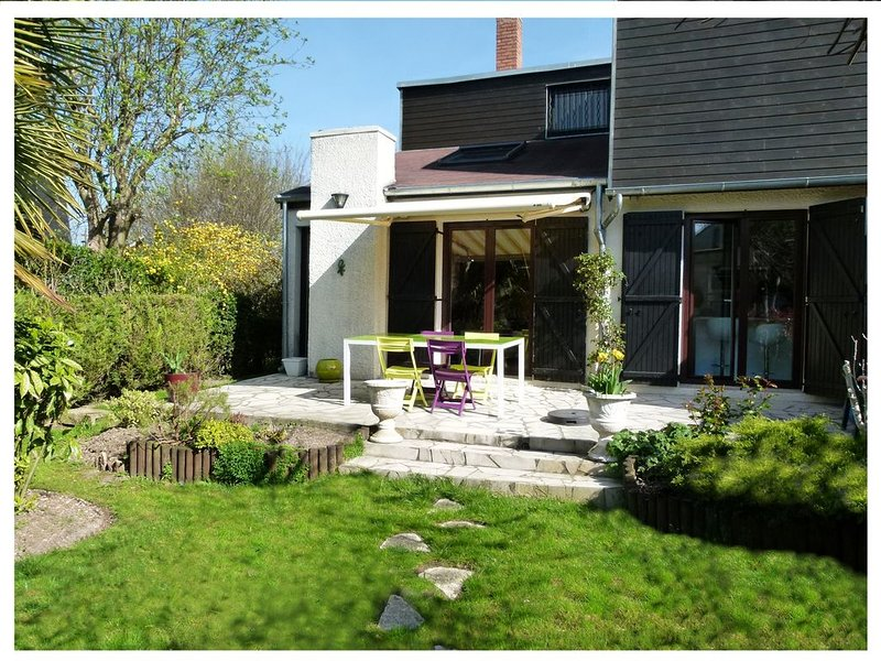Grande et belle maison entre Paris et Disneyland, holiday rental in Chelles