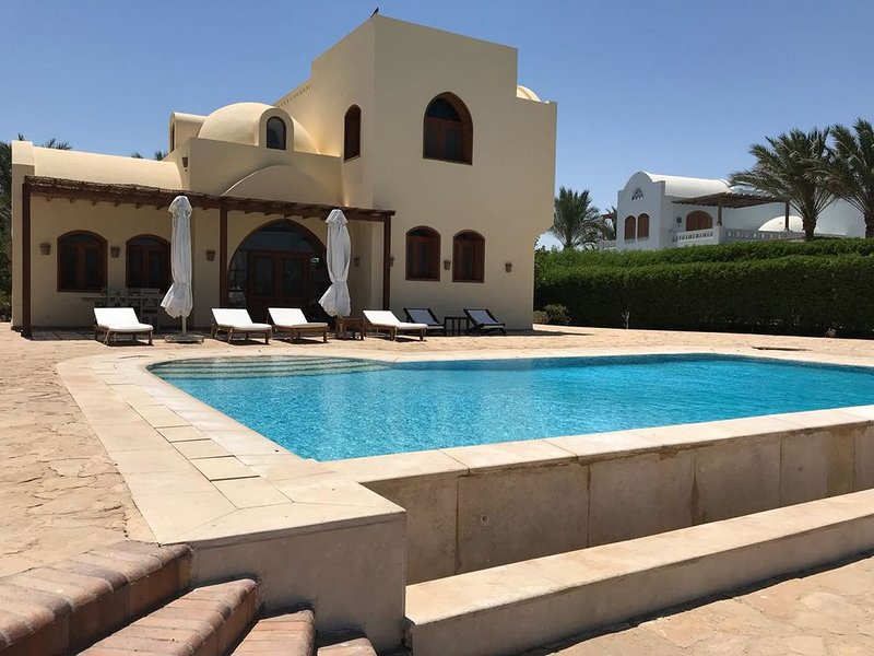 VILLA ALETHEIA Private POOL in  the green of North Golf, Ferienwohnung in El Gouna