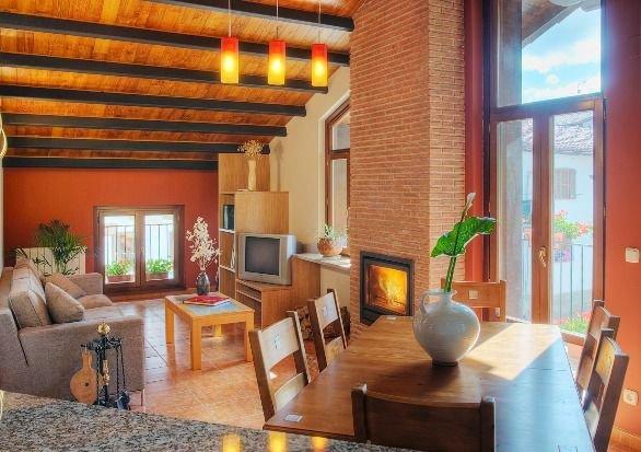 Apartamento rural ETXEBERRIA II (6 personas), vacation rental in Esteribar