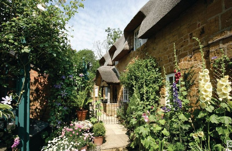 The Glen is a charming Grade II listed Cotswold stone cottage with an attractive, holiday rental in Ettington
