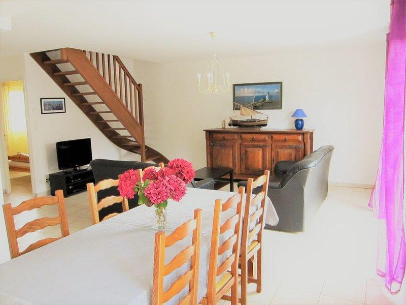 Maison tout confort pour 6 à deux pas de la plage, WIFI, location de vacances à Saint-Jean-de-la-Rivière