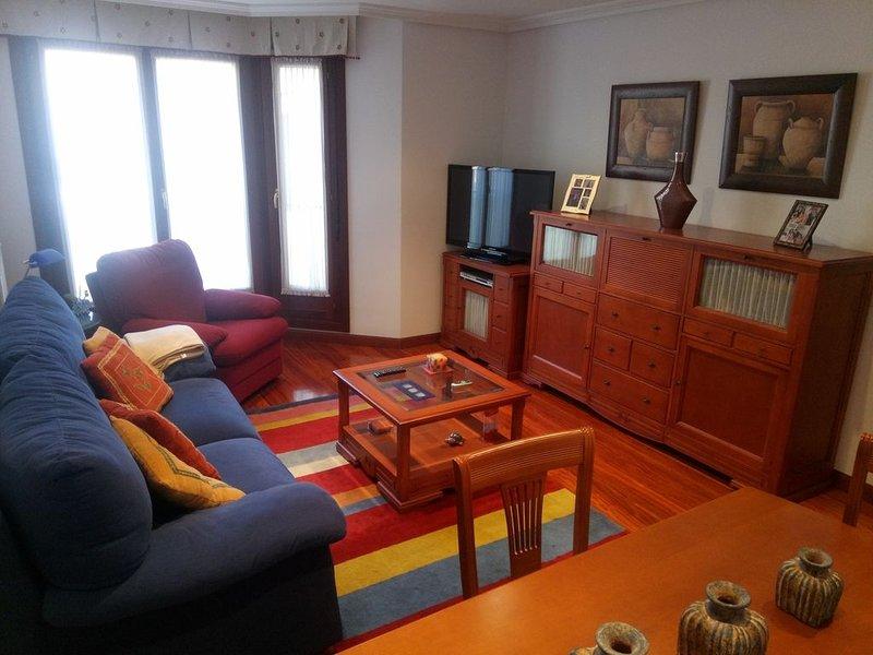 Precioso piso en URB. El Alfaraz, casa vacanza a Naveces