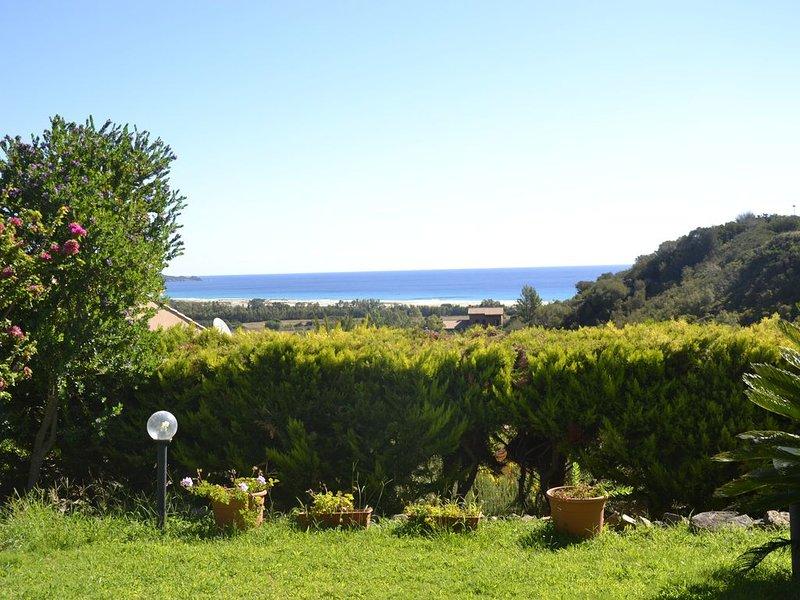 Villetta con giardino splendida vista mare, vacation rental in Costa Rei