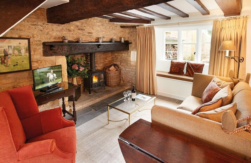 Felltree Cottage is a period stone cottage in Broadwell, the Cotswolds, perfect, vacation rental in Upper Oddington