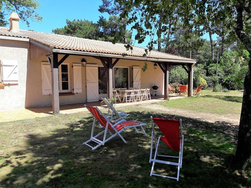 Maison avec grand jardin, idéale pour séjour en famille au bord de la mer, vacation rental in Saint Viaud