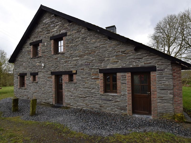 Peaceful Holiday Home in Houffalize with Fireplace, holiday rental in Bertogne