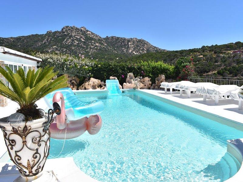 Porto Cervo -Vista Mozzafiato sulle isole, splendida Villa in Costa Smeralda, vacation rental in Porto Cervo