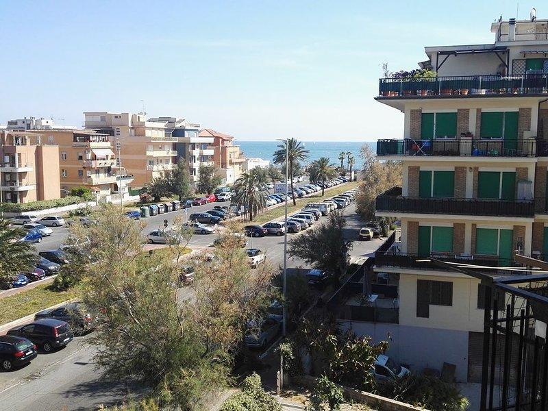 Delizioso appartamento vista mare a 100 mt. dal Giovanni Paolo II !, casa vacanza a Lido di Ostia