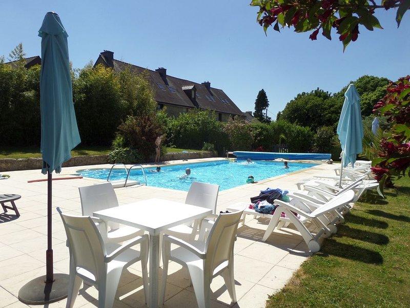 7 Cottages in 100 acres, heated pool. Near Pont Aven, Concarneau, beaches 15km, alquiler de vacaciones en Melgven