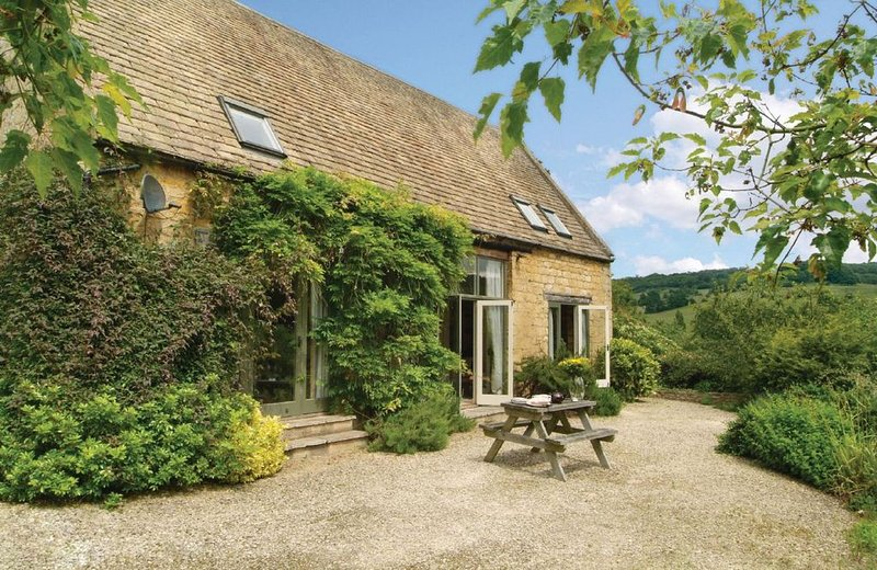 Buckland Wood Barn is a detached Cotswold stone holiday home, situated at the en, holiday rental in Snowshill Village