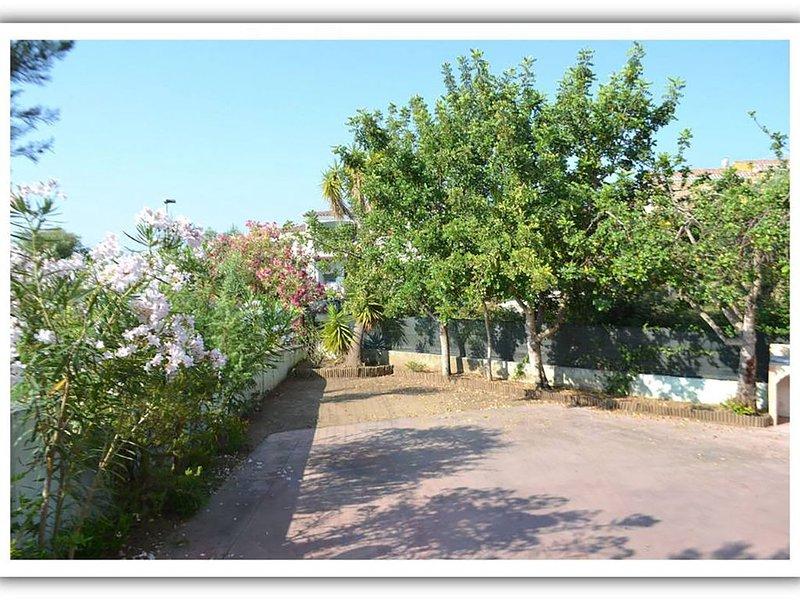 Trilocale con veranda e parcheggio privato, casa vacanza a Malamurì