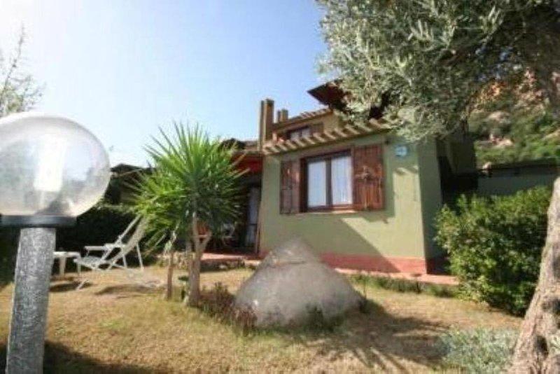 Casa con giardino - Climatizzata, vacation rental in Costa Rei