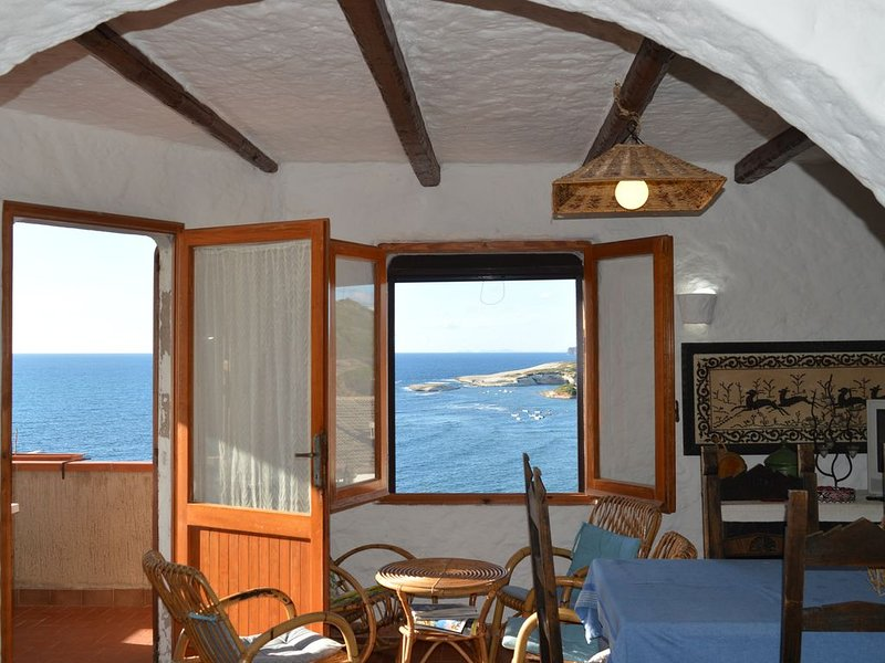 Su Entu apartment with breathtaking sea view in Torre del Pozzo, holiday rental in Putzu Idu