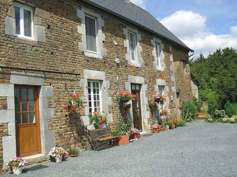 Self Contained Gite with lovely country views, vacation rental in Montaigu-les-Bois