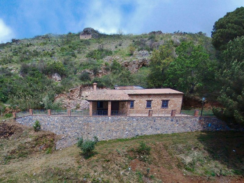 Beautiful Farmhouse in Cetraro with Terrace – semesterbostad i Acquappesa