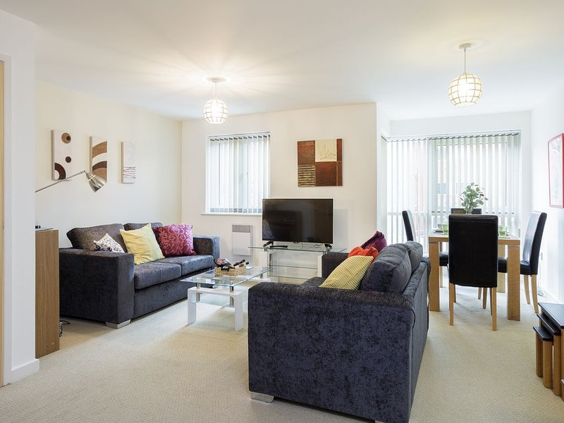 Gunwharf Quays .  One bedroom apartment, sleeps 4 guests with free parking space, holiday rental in Portsmouth