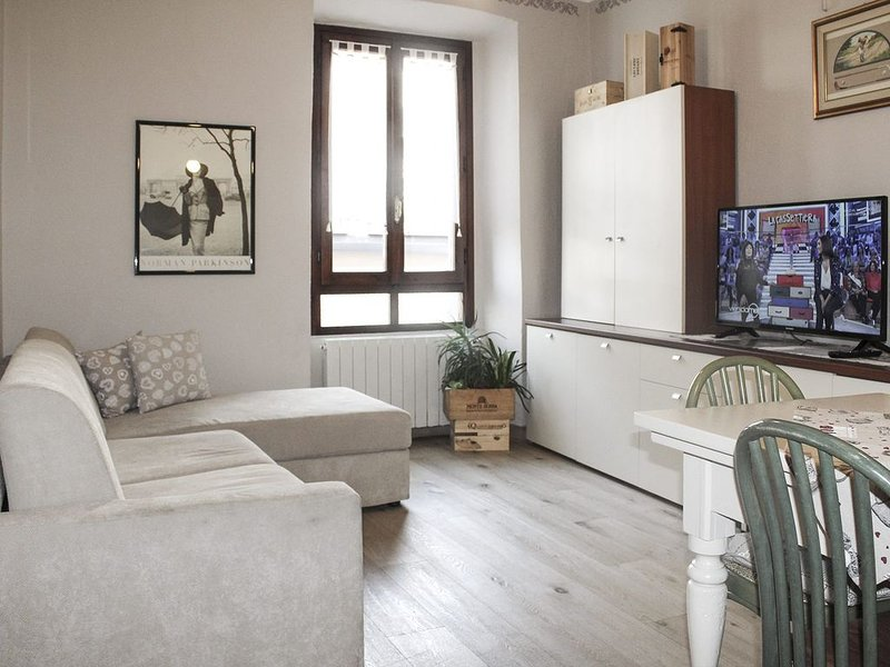 Casa Nino  appartamento tra monti e laghi, holiday rental in Zandobbio