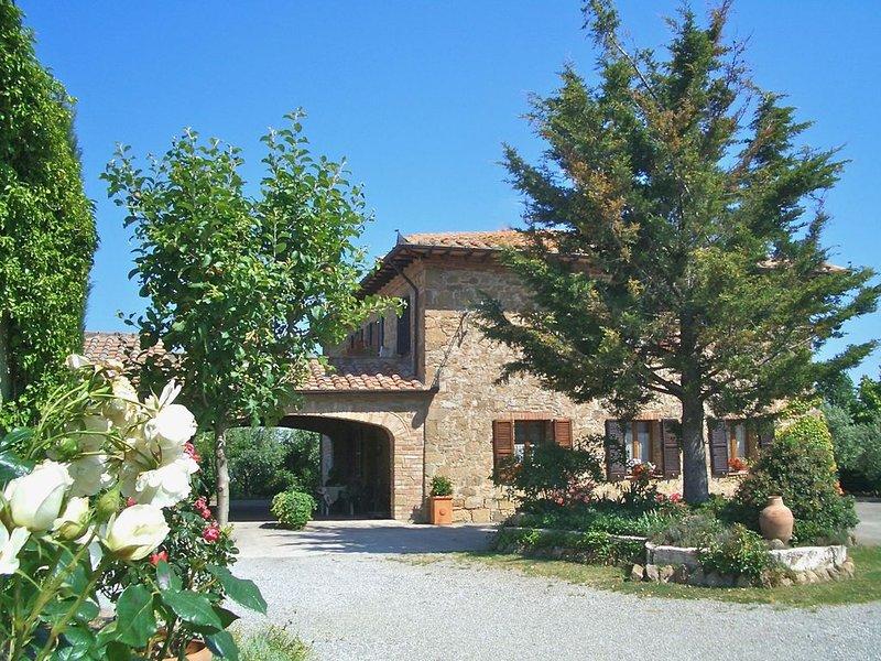 VILLA PIANA - Four Bedroom Villa, Sleeps 9, vacation rental in Monticchiello