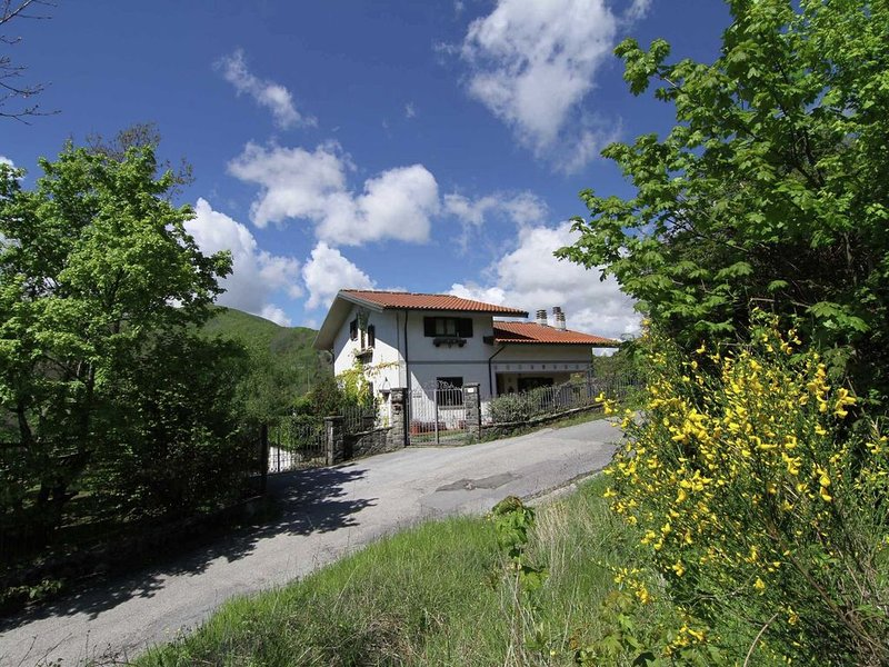 Cozy Holiday Home in Tuscany with Private Garden, holiday rental in Limestre