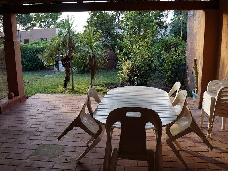 Casa a meno di 50 passi dal mare in residence, location de vacances à Cala Sinzias
