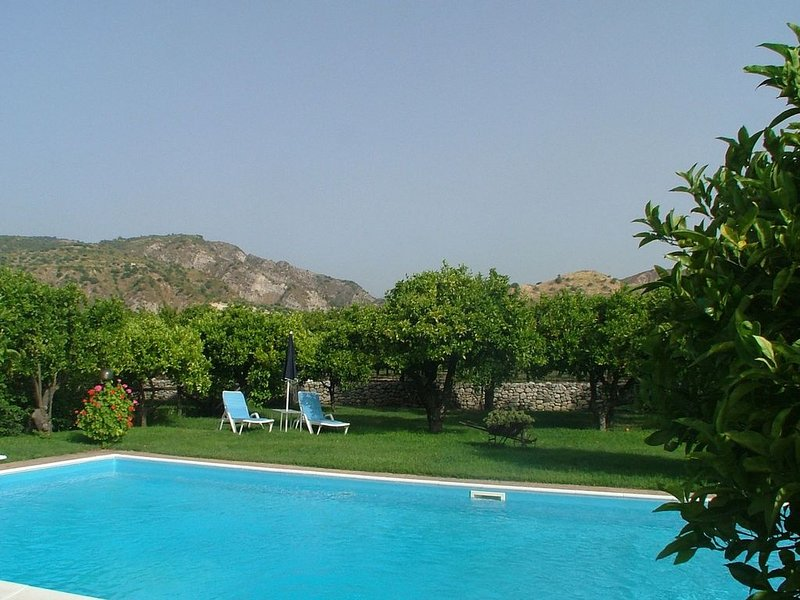 Rustic Holiday Home in Guardavalle with Garden, holiday rental in Monasterace