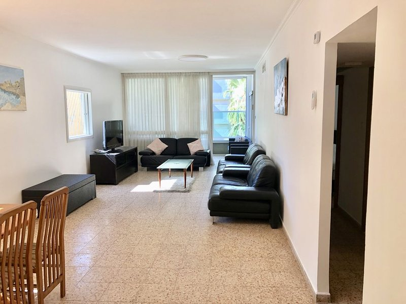 Grande maison spacieuses, holiday rental in Netanya