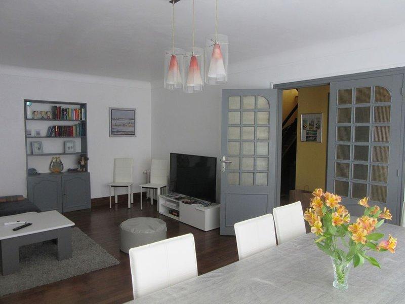 Belle maison de ville, à la déco soignée., holiday rental in Douarnenez