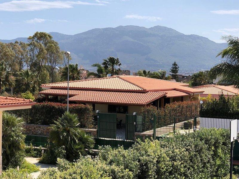 Villa Gelsomino - Marinalonga (a 200 mt. dal mare) - accogliente e attrezzata, holiday rental in Punta Raisi