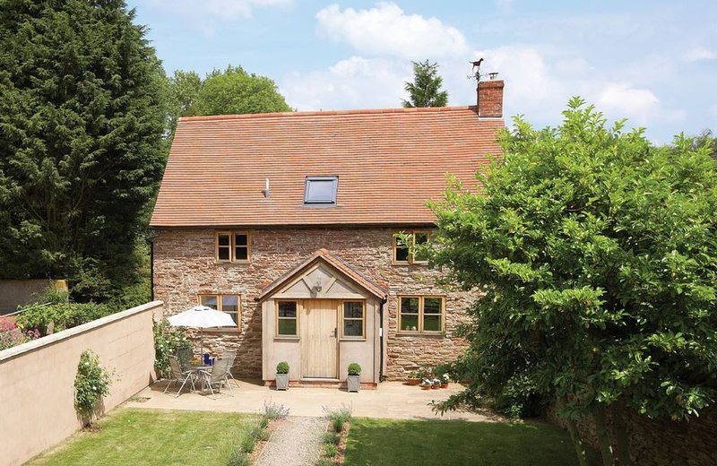 Originally converted from a 17th Century stone barn, set in a wonderful rural lo, vacation rental in Kimbolton