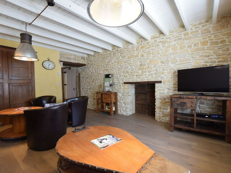 Lavish Holiday Home in Chassepierre with Terrace, vacation rental in Chiny