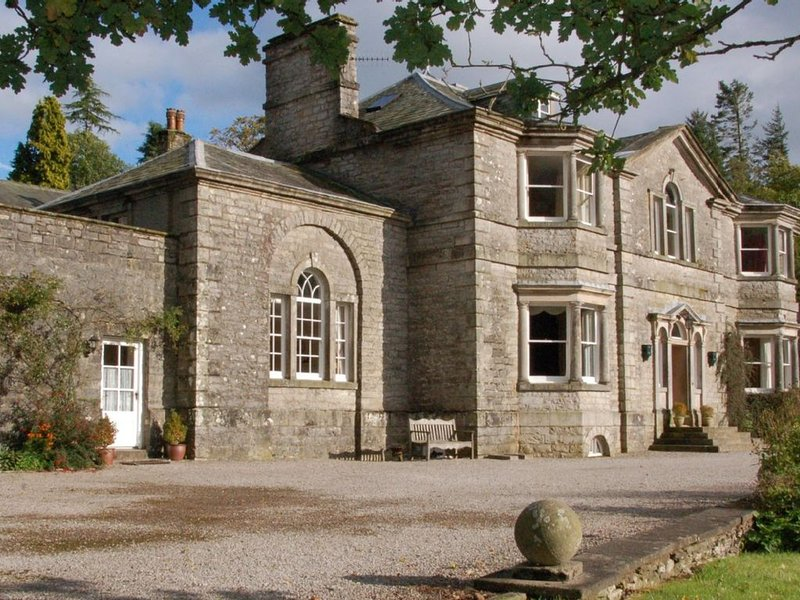 Beautifully appointed cottage in extensive grounds, alquiler de vacaciones en Tebay