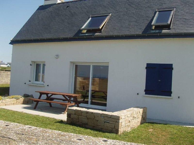 Nice house with sea view & terrace, location de vacances à Plozévet