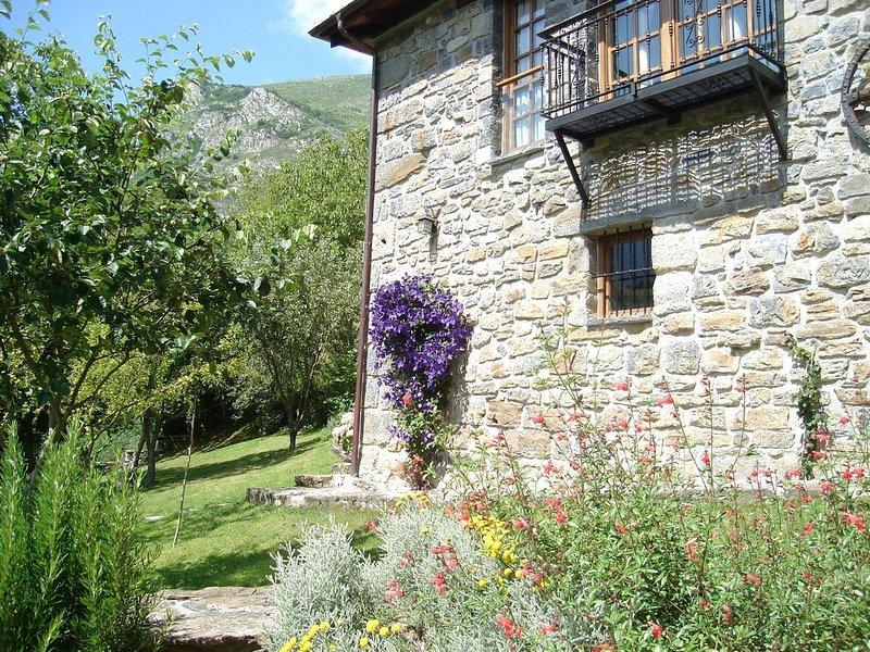 EL RINCÓN DE MON - Casa Rural (ALQUILER ÍNTEGRO)  -hasta 4 personas-, aluguéis de temporada em Isoba