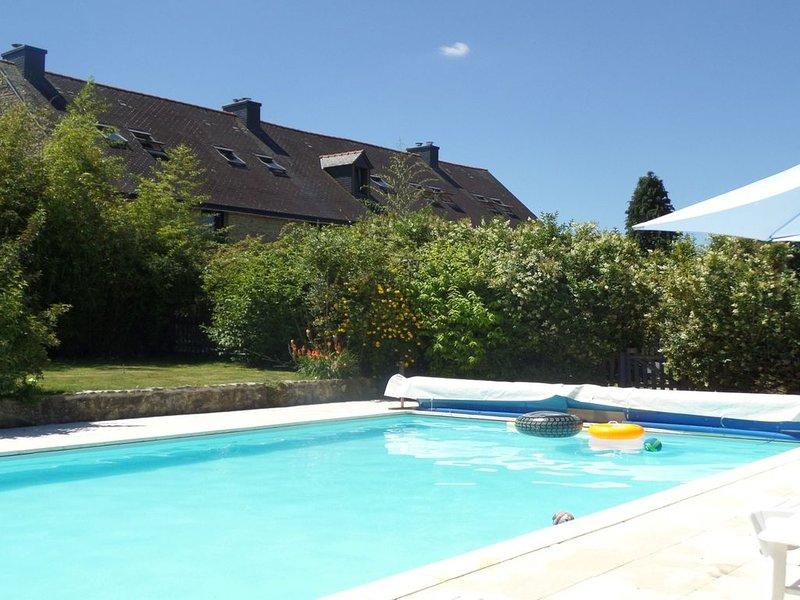 7 Cottages in 100 acres, heated pool. Near Pont Aven, Concarneau, beaches 15km, location de vacances à Rosporden