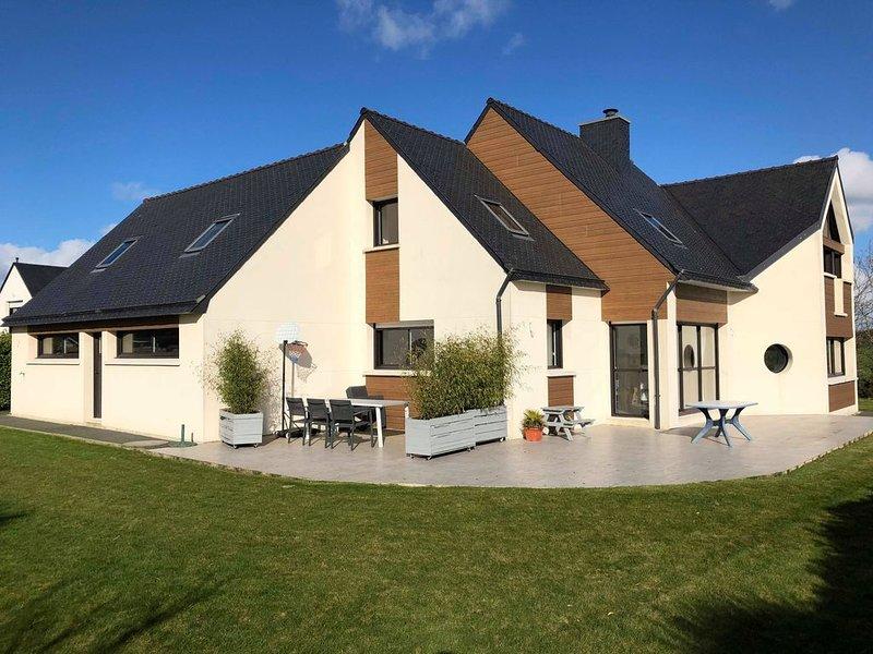 superbe maison idéalement située 220 m2, location de vacances à Landivisiau