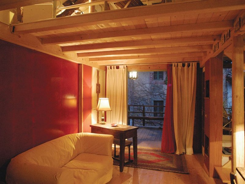 Vacanza nella casa atelier Baubaus, vacation rental in Bizzozero