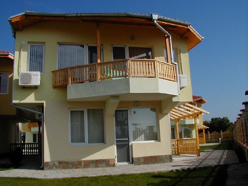 Sea View Villa sleeps 6. Wifi & Sat/TV, holiday rental in Balgarevo