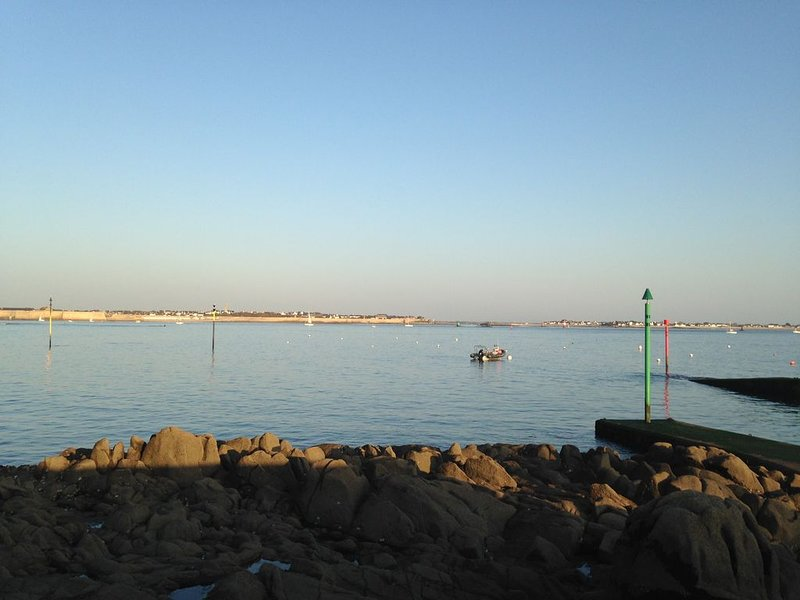 Appart. 2/4 pers. très calme à 200m plages & commerces, holiday rental in Port-Louis
