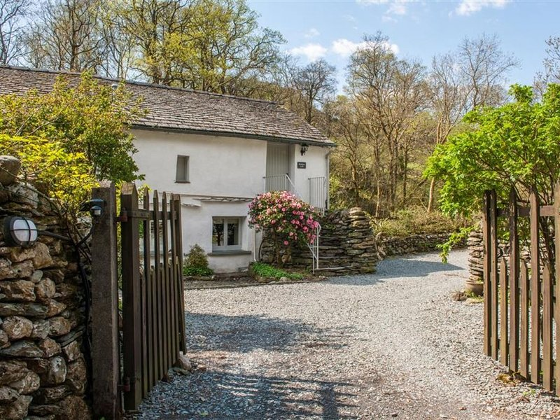 Brathay Loft - One Bedroom House, Sleeps 2, holiday rental in Little Langdale