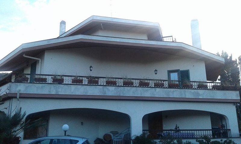 Anzio bay luxury villa, vacation rental in Anzio