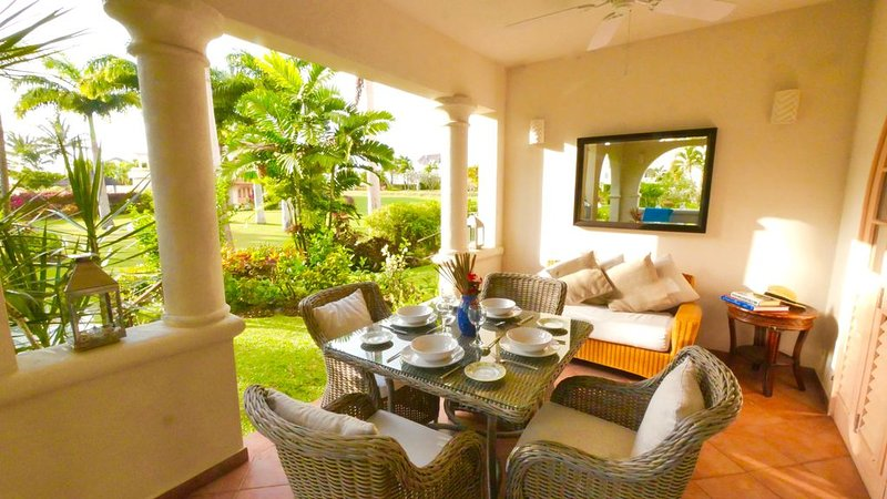 Delightful West Coast Apartment With Large Terrace & Pretty Private Garden., alquiler vacacional en Mount Standfast
